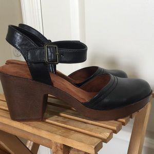 NWOT Lightweight Black Leather Clog Sandal 7.5